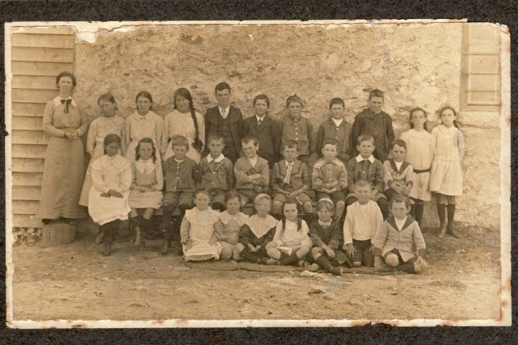 Reedy Creek Primary School 1911 -- Harry Cooper at far right middle row Roy Cooper far right front row (002)